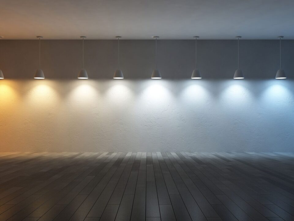 hanging lamps with bulbs of different color temperatures and types of white light